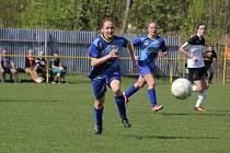 Fotbalistky se dál vezou na vítězné vlně.