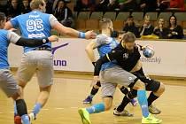 Házenkáři Karviné (v černém) porazili doma Lovosice o gól.