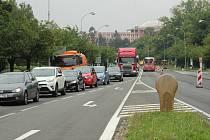 ŘSD začalo s opravou hlavní tepny vedoucí Karvinou - ulice 17. listopadu. V důsledku svedení dopravy do jednoho pruhu se tvoří dlouhé kolony.