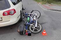 Nehoda malého motocyklu s osobním automobilem v Bohumíně.