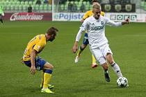 O Jaroslava Zeleného (v bílém) usilují podle informací Deníku aktuálně tři až čtyři ligové kluby. Vydrží v Karviné?