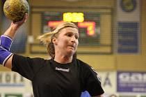 Hrající trenérka Sokola Olga Klosová byla v zahajovacím utkání II. ligy střeleckou oporou svého týmu.