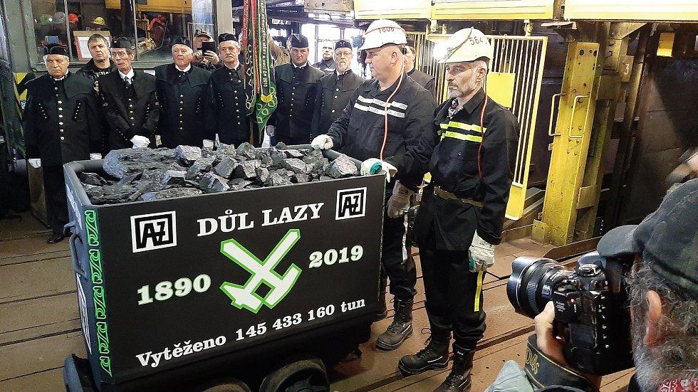 V Dole Lazy u Orlové ve čtvrtek 28.11. 2019 vyvezli poslední vozík uhlí. Skončila tak těžba.