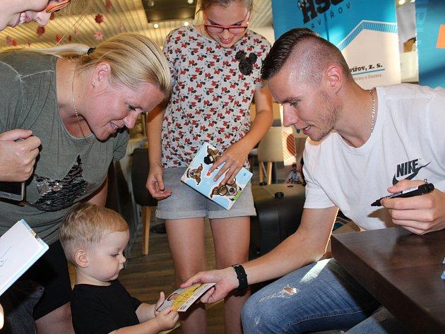 Pavel Maslák na autogramiádě k propagaci městského běhu Havířovem pod názvem Havířovská desítka.