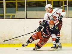 Karvinští hokejisté padli po nájezdech a zůstanou poslední.
