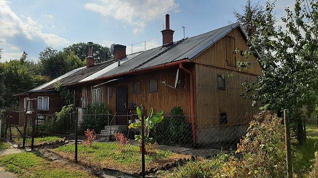 Dřevěné, tzv. finské domky izděné domky vDoubravě. Majitel nemovitostí - společnost Heimstaden - plánuje revitalizaci  tohoto území a nějaké demolice.