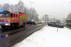 Nedání přednosti bylo příčinou karambolu dvou osobních aut v havířovské křižovatce Národní a Dlouhé třídy.