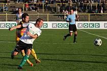 Karvinští fotbalisté (v bílém) prohráli s Českými Budějovicemi smolně 1:2.