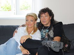 V kanceláři českotěšínského starosty se v pátek také natáčely sekvence nového filmu Muzzikanti, ve kterém se po letech potkají Eva Vejmělková a Pavel Kříž, protagonisté legendární filmové série o Básnících.