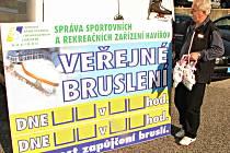 Správa sportovních a rekreačních zařízení Havířov zavedla novinku – půjčování bruslí k veřejnému bruslení. Ředitel SSRZ Václav Wicher nakoupil několik párů mužských, dámských i dětských bruslí, které se budou půjčovat za 40 korun.