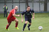 Zdeněk Skotnica (v modrém) rozhodl zápas Dětmarovic se Šenovem.