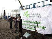 Generální ředitel výrobních závodů Emmanuel Chilaud při zahájení stavby továrny Mölnlycke Health Care v Havířově.