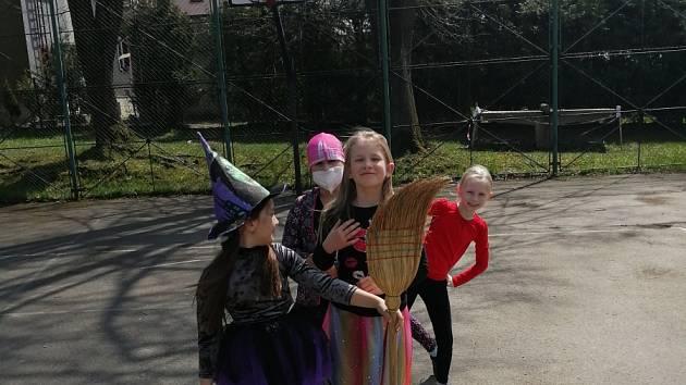 Na ZŠ Zelená se vzkřísila čarodějnická tradice.