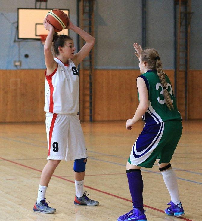 Basketbalistky Havířova (v bílém) přešly přes Brandýs do kvalifikace o extraligu.