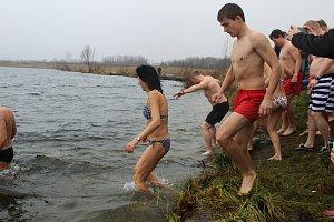 Otužilci si zaplavali na Štědrý den v Karvinském moři