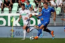 Vojtěch Smrž (v bílém) měl na noze gól, ale Karviná vyšla proti Liberci střelecky naprázdno.