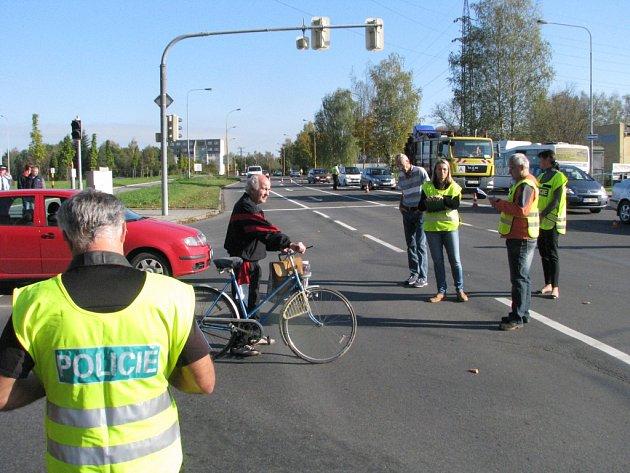 Vyšetřovací pokus k objasnění okolností kolize osobního automobilu a cyklisty.