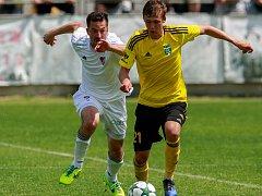 Tomáš Weber (ve žlutém) a další mladíci byli v sobotu v akci proti Baníku.