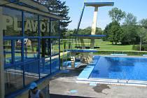 Letní koupaliště v Havířově. Skokanská věž.
