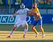 Fotbalisté Karviné a Opavy (ve žlutém) v sobotním derby.