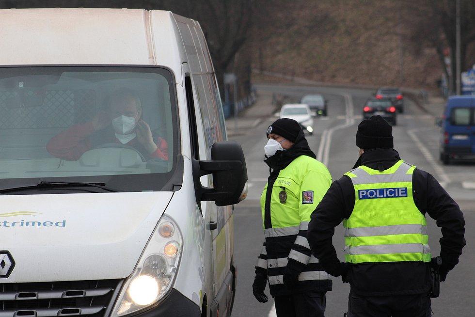 Česko-polská hranice v Českém Těšíně. Češi od soboty mohou do Polska za prací nebo s negativním testem na koronavirus.