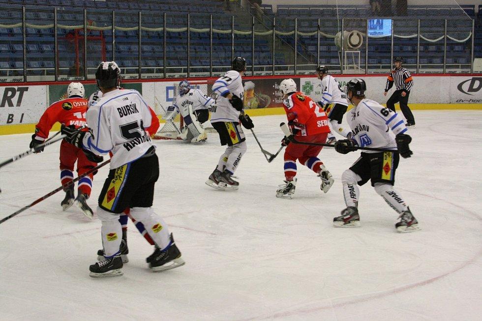 Hokejisté Havířova (bílé dresy) se nadřeli na výhru nad Porubou.