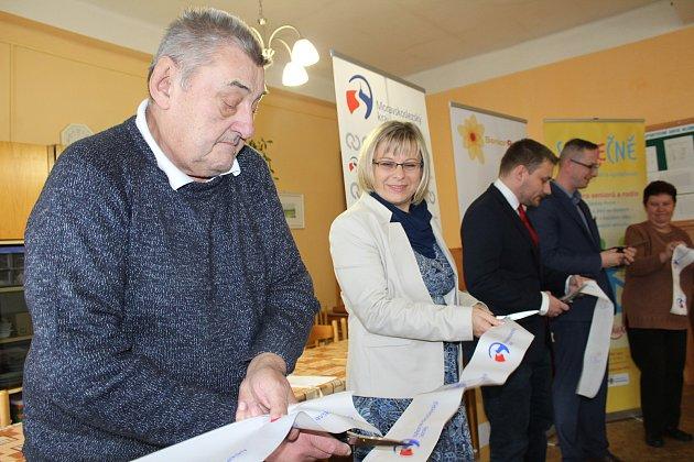 Slavnostního otevření Senior Pointu v Karviné Ráji se zúčastnili náměstek hejtmana pro zdravotnictví Jiří Navrátil a náměstek karvinského primátora Miroslav Hajdušík.