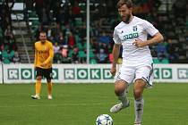 Jan Hošek v dresu Karviné gólům hlavně zabraňuje.
