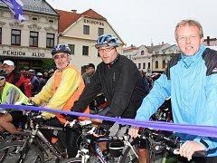 Okolo pěti set cyklistů se v sobotu postavilo na start pelotonu, který projel po nové cyklostezce spojující Chotěbuz s Bohumínem.