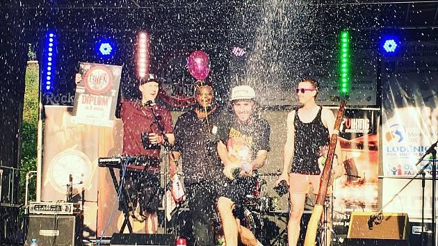 Brněnská skupina Where Are We Now v čele s nigerijským zpěvákem zvítězila v letošním 18. ročníku hudební soutěže Líheň!