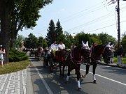 Ve Stonavě slavili v neděli tradiční dožínky. Obcí projel průvod alegorických vozů, světil se chléb, lidé mohli ochutnat koláčky nebo prejt.
