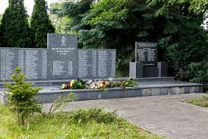 Památník věnovaný 108 horníkům, kteří zahynuli při tragédii na Dole Dukla 7. července 1961.