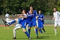 Petrovičtí fotbalisté (v modrém) nestačili na Přerov.