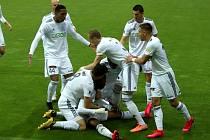 Karvinští proti Spartě slavili dvakrát. Ale tento gól ještě neplatil. Ondřej Lingr zcela vpravo.