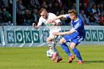 Karviná (v bílém) si doma poradila s béčkem Olomouce 2:0.