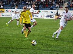 Marek Janečka (ve žlutém) a spol. zajíždějí do Teplic.