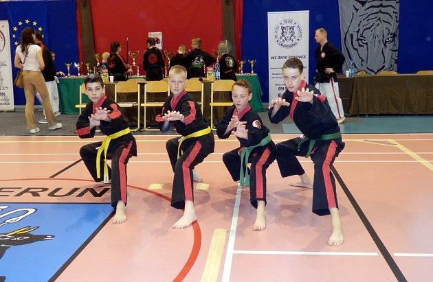 Junioři před turnajem. Zleva Michal Válek, Dominik Miczek, Denis Filipek a Jan Vlášek.