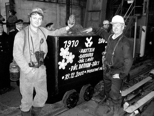 16. prosinec 2002 - poslední vozík uhlí vytěženého vDole Barbora.