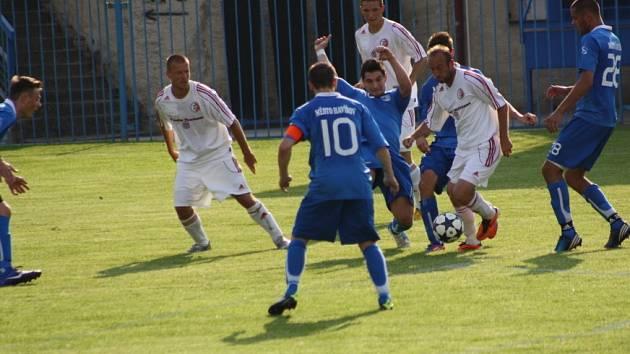Havířovští fotbalisté (v modrém) remizovali s Třincem 1:1.