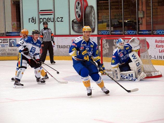 Havířovští hokejisté (v bílém) si vyšlápli na Zlín.