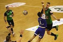 Dominik Solák (v zeleném) dal v neděli Juvalimu sedm gólů.