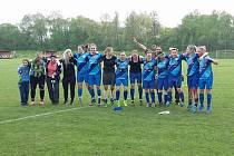 Havířovské fotbalistky se radují s předstihem z vítězství v soutěži.