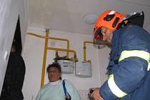 Evakuovaní lidé z domu, který poškodil v neděli 15. 9. 2013 výbuch plynu, se mohli vrátit pro své věci. V domě však bydlet zatím nemohou.