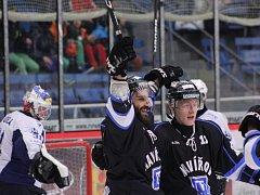 Hokejisté Havířova (v černém) zdolali i Beroun a mílovými kroky směřují do první ligy!