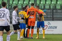 MFK Karviná-SFC Opava 3:1 (6. února 2021, utkání 18. kola FORTUNA:LIGY). Druhý zleva záložník Karviné Lukáš Bartošák.