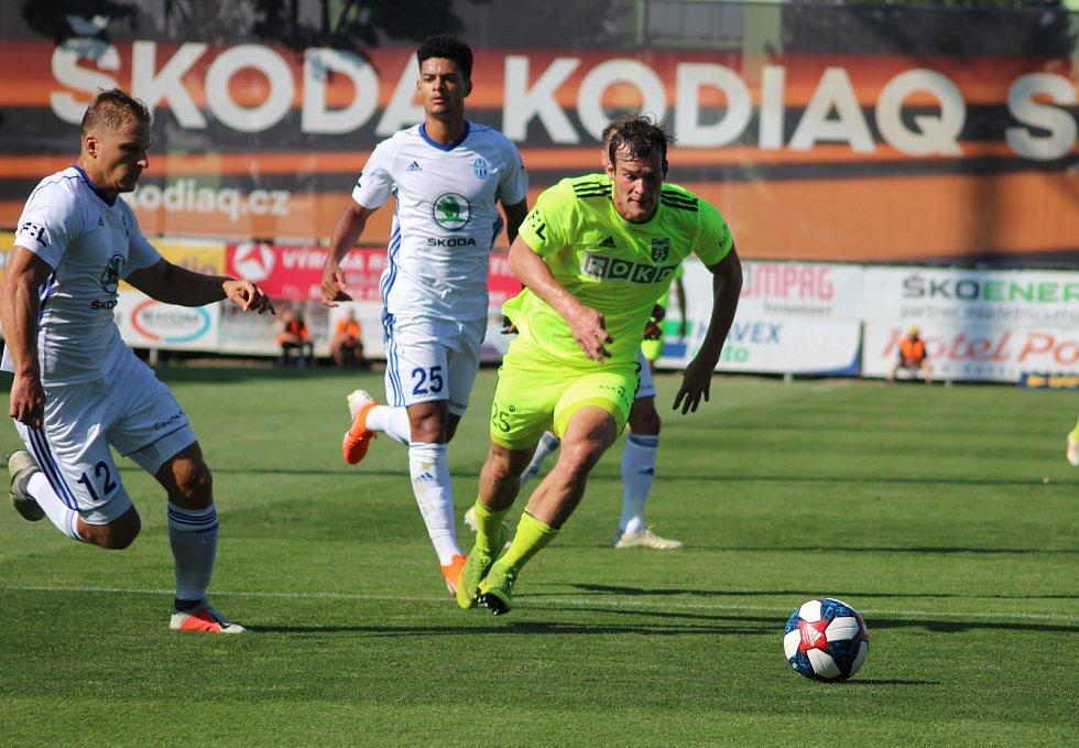 Utkání Mladá Boleslav (v bílém) - Karviná 1:0.