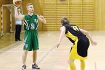 David Číšecký (s míčem) a jeho spoluhráči si v první lize vedou skvěle.