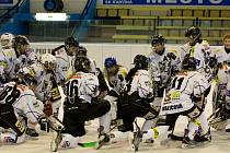 Hokejistky SK Karviná vybojovaly po roce stříbrné medaile.