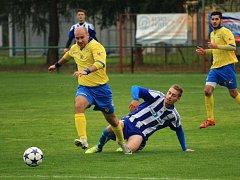 Sousedské derby Albrechtice - Stonava (ve žlutém).
