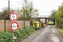 Cestu pod rybníkem Větrov, tzv. Buvolí stezku, (zne)užívají i řidiči z Petrovic a Polska, kteří si tak zkracují několikakilometrovou objížďku přes Karvinou.